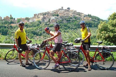 Gruppe Radfahrer auf Tour zwischen Florenz und Rom
