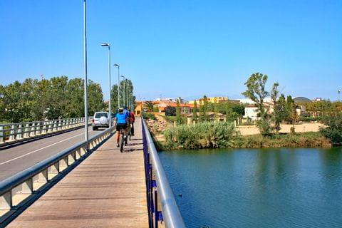 Radweg auf Brücke nach St. Pere Pescador