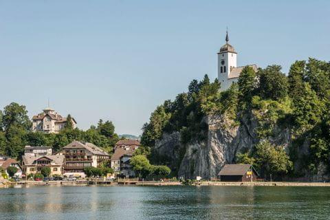 Hotel Post Traunkirchen Blick auf die Traunkirche am See